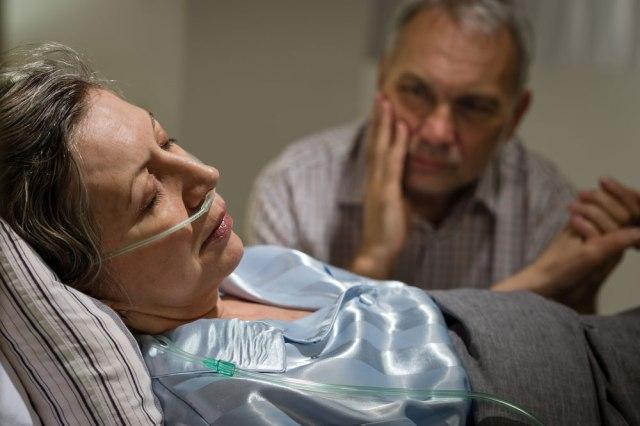 Resultado de la imagen de una mujer enferma