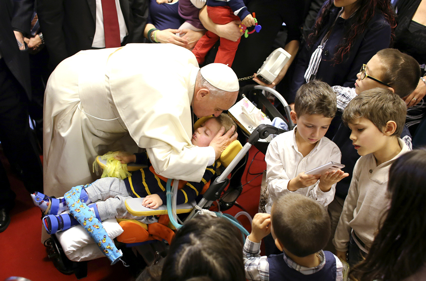 """Pope Francis kisses a child during his pastoral visit at the parish church """" Santa Maria dell'Orazione"""" at Setteville di Guidonia neighborhood of Rome, March 16, 2014.   REUTERS/Stefano Rellandini  (ITALY - Tags: RELIGION) - RTR3HB29"""